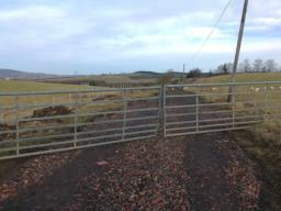 This farm road goes to the past the Lochgelly High School and to Station Road, Lochgelly.