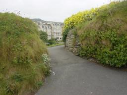 break in hedging to join footpath within gardens
