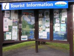 A tourist information centre is located in Drumnadrochit.