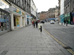 The pavement is wide and flat up to the pedestrianised area.