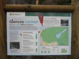 The red dots illustrate the Lochan Trail. The trail distance is 1mile / 1.6km and the information board suggests allowing 40 mins for the walk.
