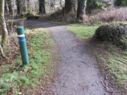 Follow the blue and white way marking posts. The trail leads in an anti-clockwise direction.