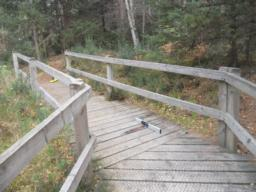 The bridge contains an uphill gradient of 12%. Visitors with mobility difficulties may require assistance at this point.