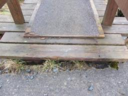 The step (100mm) onto the bridge may be an obstacle for some visitors. Wheelchair users may require assistance at this point.