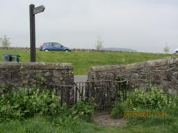 Turn right in front of the wall - dont go through the gate.  But look at the gate - it swivels.