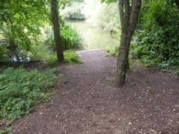 Several short paths to the right lead to viewing points over the fishing pond.