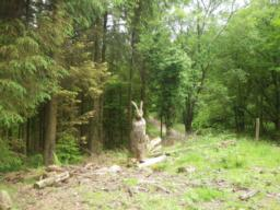 In less than 100m there is a carving of a hare at a junction where the trail turns left.  This is the highest point and is roughly the halfway point.