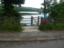 Start point, entrance gap from pavement onto waterside path. Roadside parking and bus stop here.