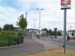 This part of the Devon Way starts by the entrance to Alloa railway station at the roundabout on the ring road. Go up the ramp and over the railway bridge.