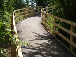 An alternative route back to the towpath is available over the bridge near tthe end of the boardwalk and he two storey  hide. It starts with a ramp steeper than 10% (1:10) but has no severe gradients after that.