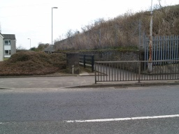 There is an alternative access to the Den trail from Station Road. just north of the railway bridge. There is a tarmac path that leads towards the east and the Den.