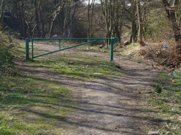 The barrier at the start of the Den path has a 1.2m wide gap to the side. The surface here is a uneven.
