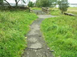 At the tarmac path to the end of the trail there is a small step (30mm high).