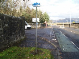 The start of this trail near Clackmannan cemetery on the B910 a little way up from its junction with Devon Way.There is a bus stop by the entrance and the trail is sign posted as a cycleway to Alloa.