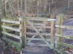 As before, the kissing-gate on the other side of Little Mill Field has no latch. The gate only opens into the enclosure (which is slighly narrower than before), making access more difficult.