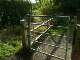 As the trail approaches Haverlands Lane there is gate that opens both ways with an easy to use latch. It is self closing. There are several of these gates along the route.