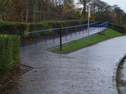 Bear left up the ramp towards the canal. The ramp is about 70m long with a gradient of about 5% (1:20).