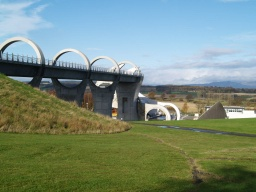 The views of the wheel and across the Forth Valley get better and better as you climb towards the Union Canal.