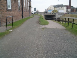 Keep left to get onto Camelon Road near to its junction with Rosebank roundabout.By following the path to the right you can get under the canal bridge and get onto the other side of Camelon Road.