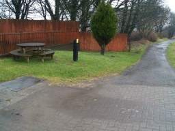 There is a picnic table on the grass near the bridge. Turn right here to head towards Bonnybridge.