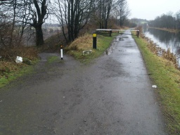 Keep right along the tow path.The path to the left leads to Parkfoot.
