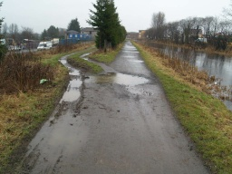 Keep right on the tow path. Pot holes and puddles are sometimes right across the path.