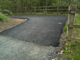 The surface becomes tarmac for the slope down to the River Devon. The forst 6m has a gradient of about 8% (1:12).