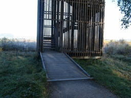 The entrance to the viewing tower has a 20mm lip at the bottom. It has a slope of 8% (1:12).