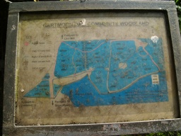 An information board gives details of more local paths although it is quite dirty and not easy to read.