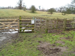 From the car park the trail is reached through a kissing gate with a 90cm wide gate and 145cm depth into the refuge. 