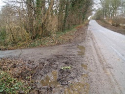 There is a linear gradient of 8% (1:12) as the path approaches the road.