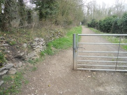 There is sufficient space to pass  through the entrance gate, although weelchair users will have to negotiate a cross gradient (10%)
