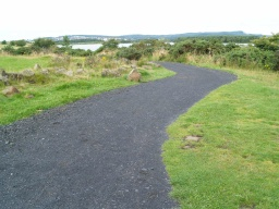 The path remains more than 2m in width for some distance.