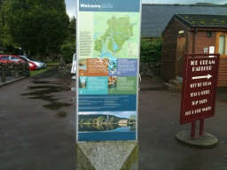 The trail is well serviced with shops, refreshments and visitor information. Continue straight-on onto Murray Place, with the car park behind you.