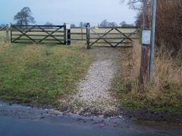 The gate on the right is the way onto the trail. There is a short gradient at about 7% (1:14) on loose stone.