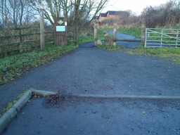 The trail starts at the barriers by the car park. The gap is about 900mm wide.