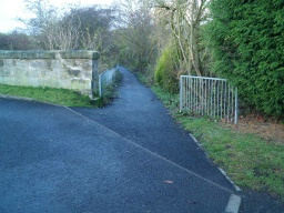 The access from Targgate Road starts with an awkward slope with a gradient of 17% (1:6) for 3m.