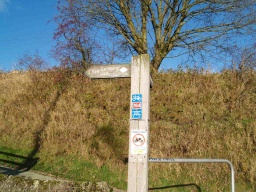 This is the end of the trail. The continuation of the cycleways are signed posted and there is a short link towards Clackmannan along the road to the right (running parallel to the railway line) (See Extra Photos)